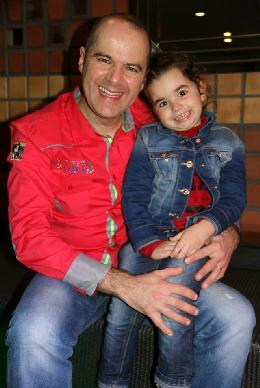 Jorge Custódio with the youngest daughter of Francisco Peças, Lisa Maria (4 years old).